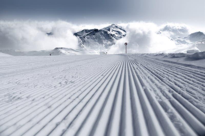 Pista de esquí fresca fotos de archivo libres de regalías