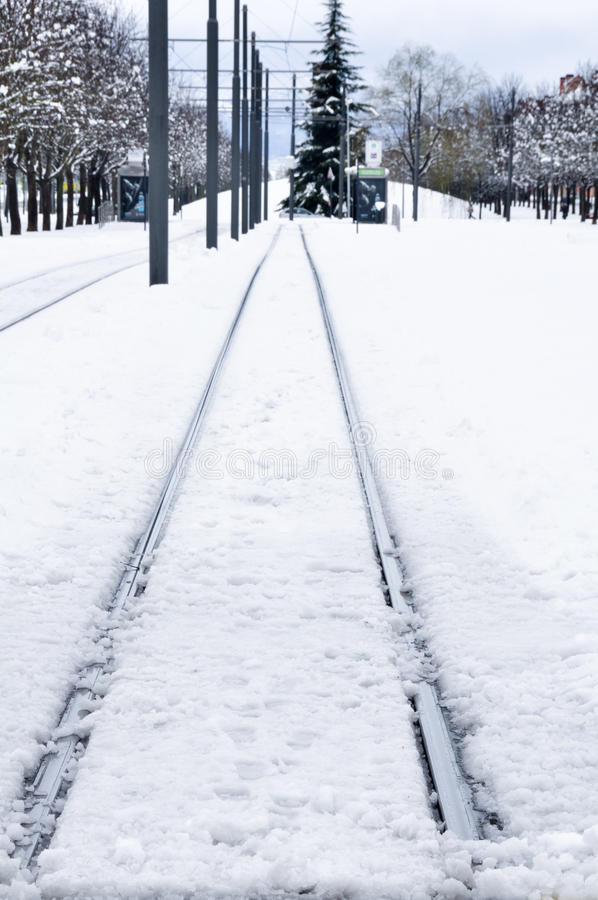 Pista de ferrocarril en invierno, Vitoria, España foto de archivo