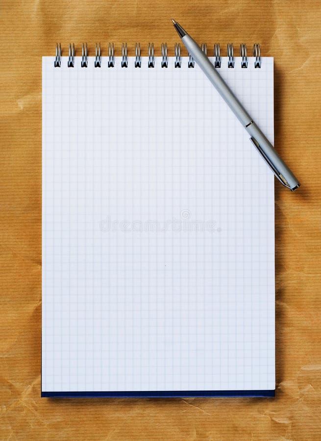 Pista de nota con la pluma. imagen de archivo libre de regalías