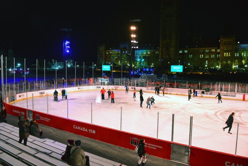 A pista de patinagem abre no monte do parlamento fotografia de stock