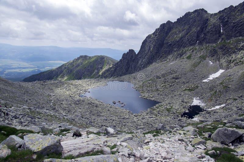 Pista de senderismo del valle de Furkot en alto Tatras, Soliasko, Eslovaquia, estación turística del verano, naturaleza salvaje,  imágenes de archivo libres de regalías