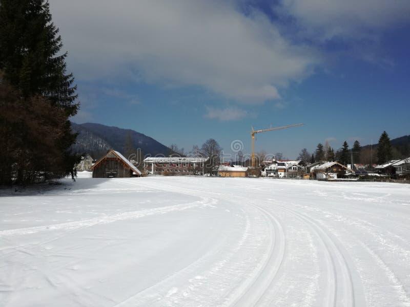 Pista del esquí del campo a través imagen de archivo