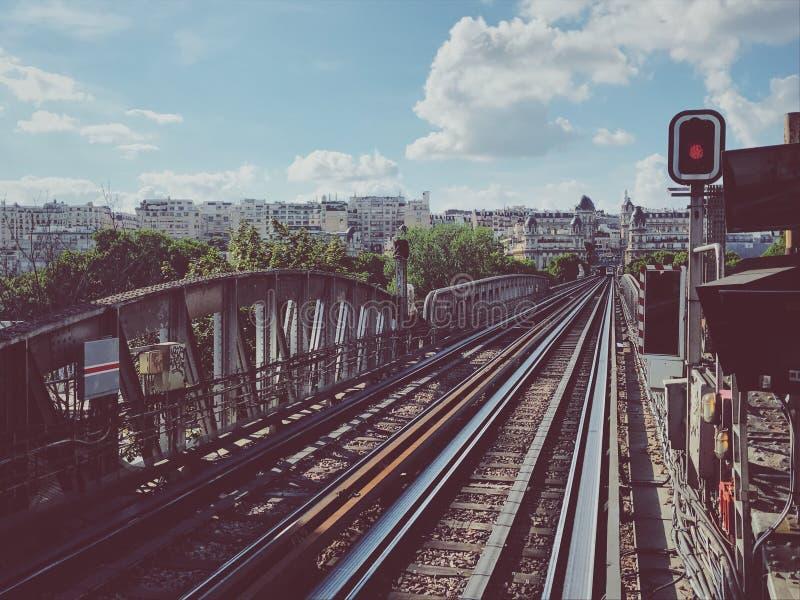 Pista del metro en París imagen de archivo