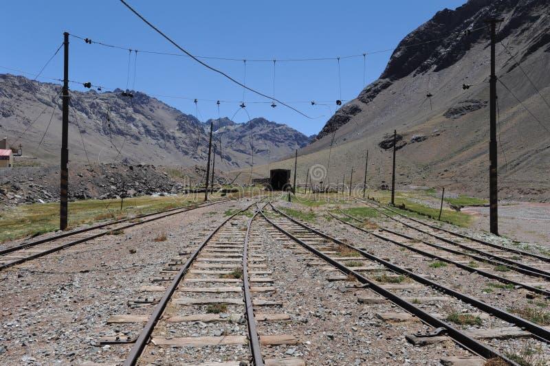 Pista del tren en Las Cuevas adentro imágenes de archivo libres de regalías