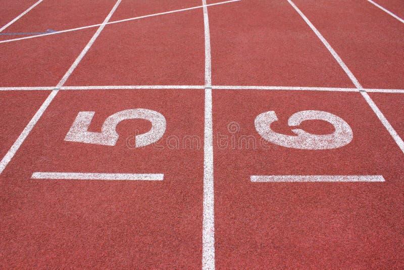 Pista di atletica in stadio immagini stock libere da diritti