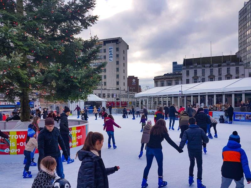 Pista di pattinaggio di pattinaggio su ghiaccio del mercato di Natale di Nottingham fotografia stock libera da diritti