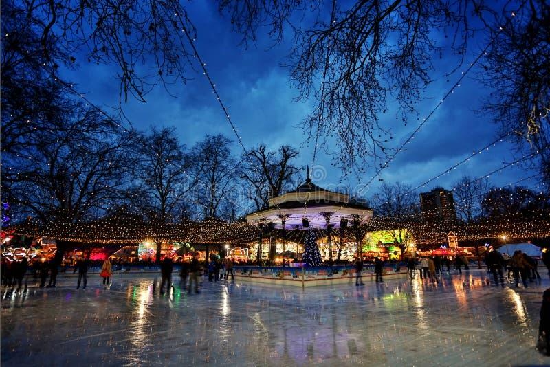Pista di pattinaggio sul ghiaccio di Hyde Park fotografia stock libera da diritti