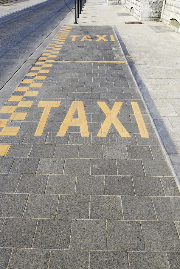 Pista do táxi para estacionar imagem de stock royalty free