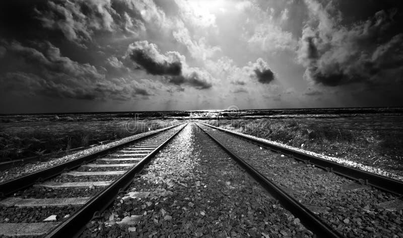 Pista ferroviaria - el extremo del viaje fotografía de archivo