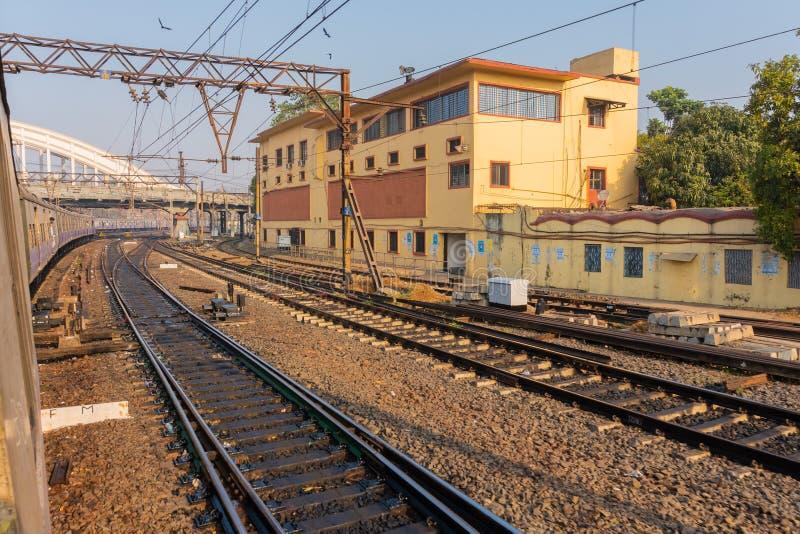 Pista ferroviaria, estación de Howrah - la India imagen de archivo