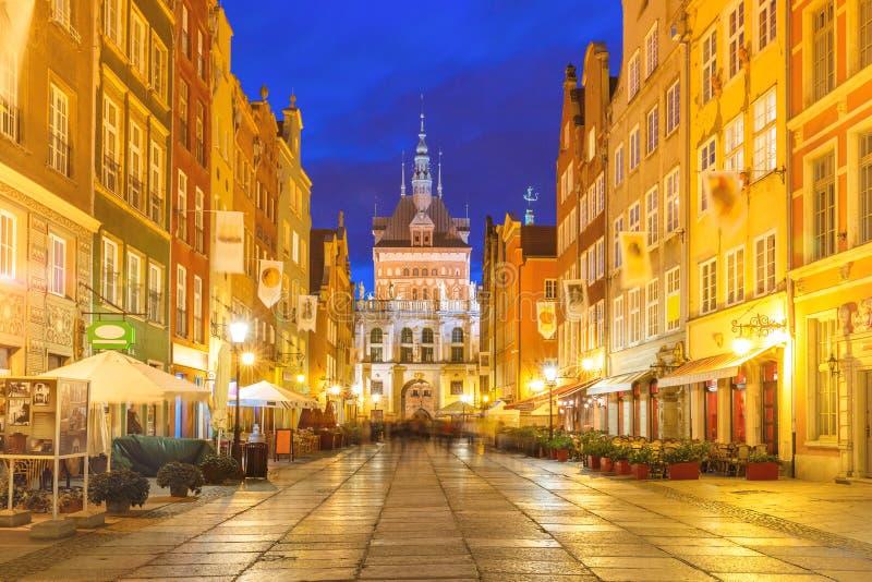 Pista longa e Golden Gate, cidade velha de Gdansk, Polônia foto de stock