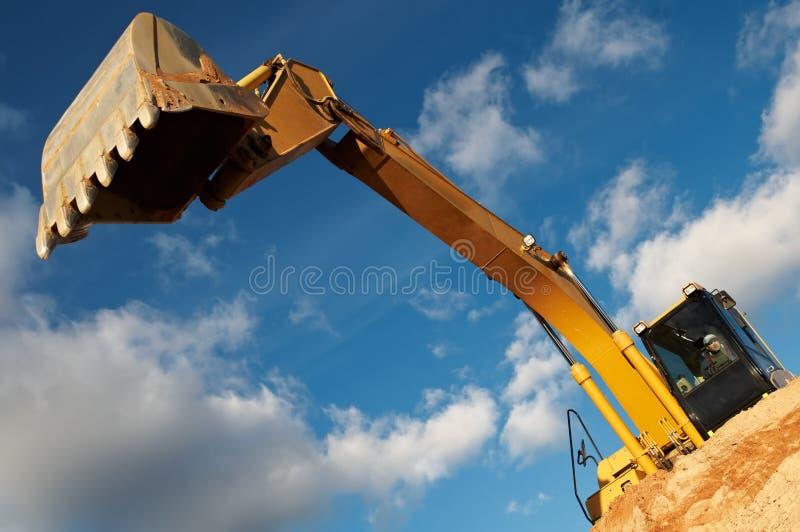 Pista-tipo excavador del cargador en imagen de archivo