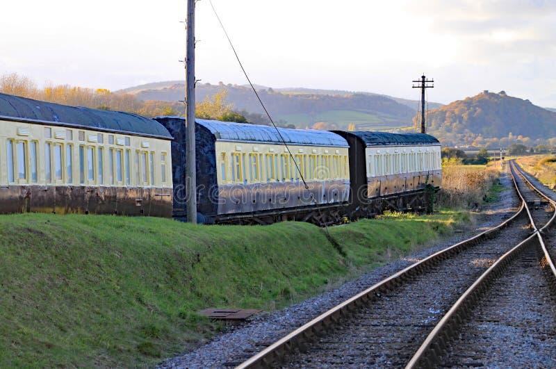 Pista y puntos en el extremo del lazo de paso en el ancla azul en Somerset Éste es parte de Somerset Heritage Railway del oeste, imágenes de archivo libres de regalías