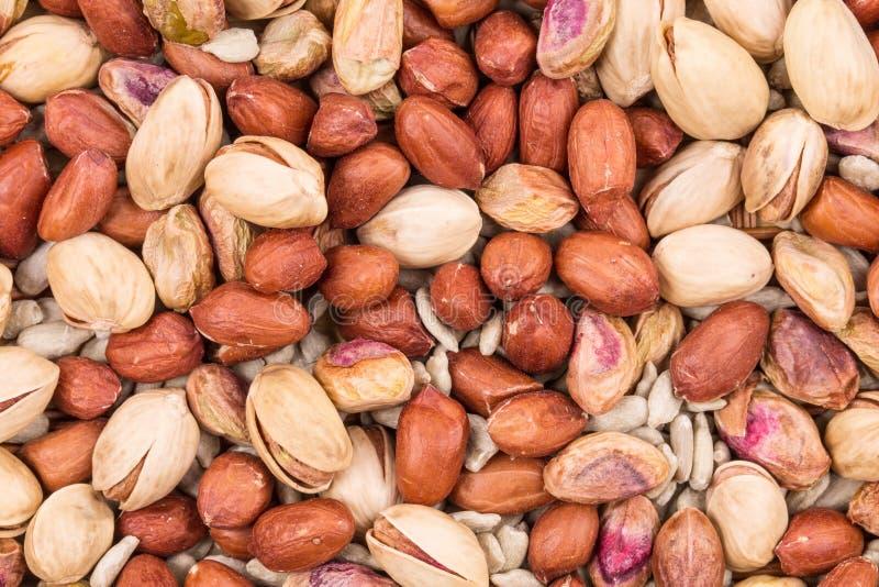 Pistaches avec des arachides et des graines de tournesol photos stock