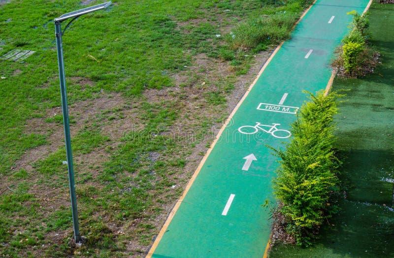 Pistas da bicicleta ou pistas do ciclo no parque fotos de stock
