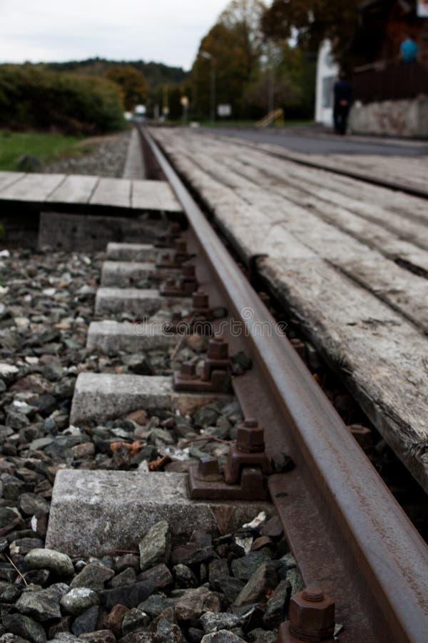 Pistas de ferrocarril, carriles, ferrocarril, silla de carril imágenes de archivo libres de regalías