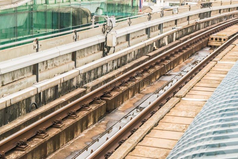 Pistas de ferrocarril del BTS a través de la capital de sistema de transporte público de Bangkok de Tailandia fotografía de archivo