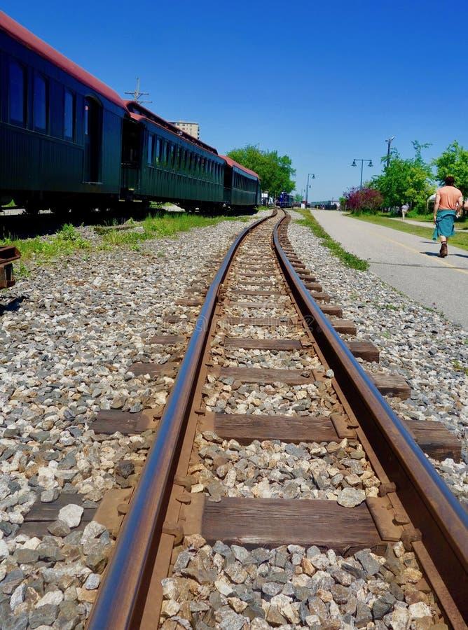 Pistas de ferrocarril ferroviarias viejas del indicador estrecho, Portland, Maine, el 28 de mayo de 2018 fotografía de archivo