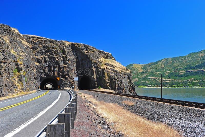 Pistas de ferrocarril y un camino foto de archivo libre de regalías