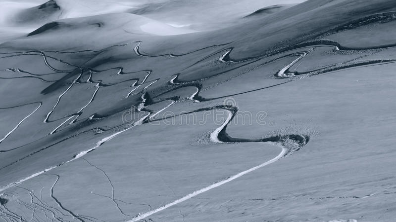 Pistas de la snowboard en polvo fotos de archivo libres de regalías