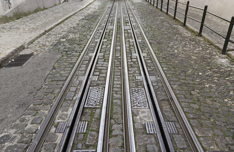 Pistas de la tranvía en la ciudad foto de archivo libre de regalías
