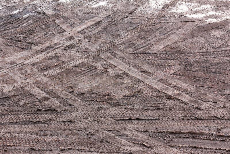 Pistas del neumático en el fango foto de archivo libre de regalías