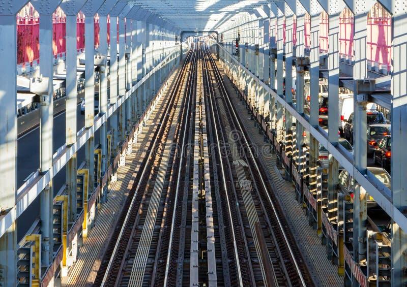 Pistas del subterráneo de NYC a través del puente de Williamsburg en Nueva York CIT foto de archivo