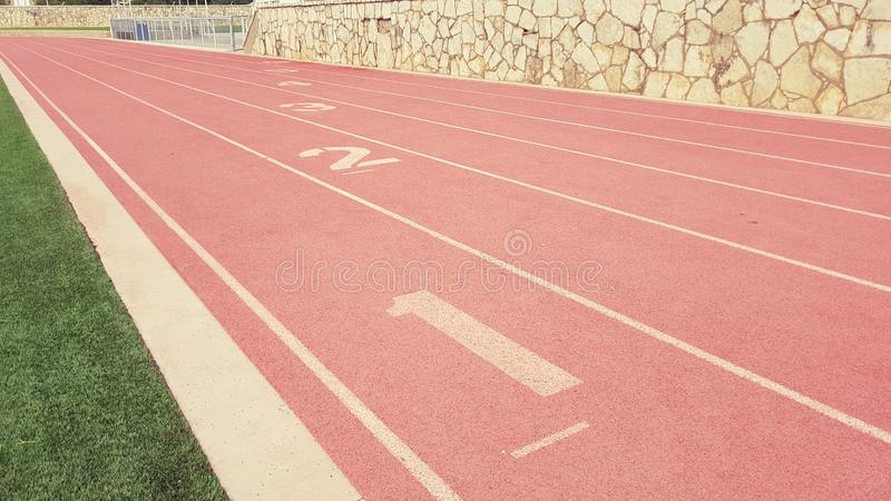 Pistas do atletismo imagens de stock royalty free