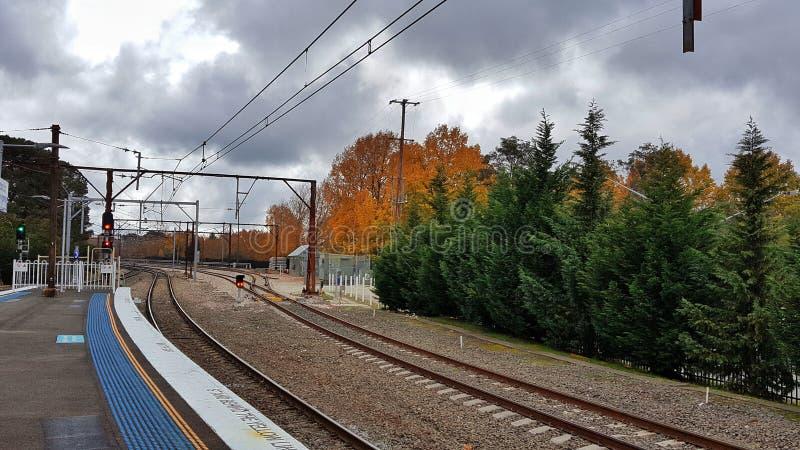 Pistas ferroviarias en otoño imágenes de archivo libres de regalías