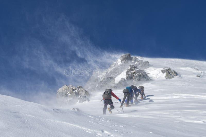 Piste, лыжа путешествуя, альпинизм лыжи, горная цепь
