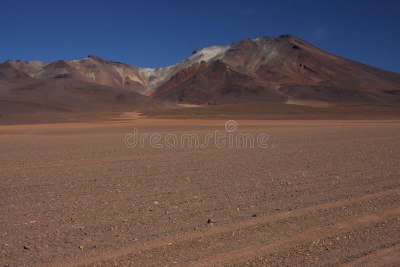 Piste dans le désert de Siloli images stock