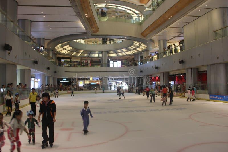 Piste de patinage d'intérieur dans la plaza de vacances de Shenzhen Yitian photo libre de droits