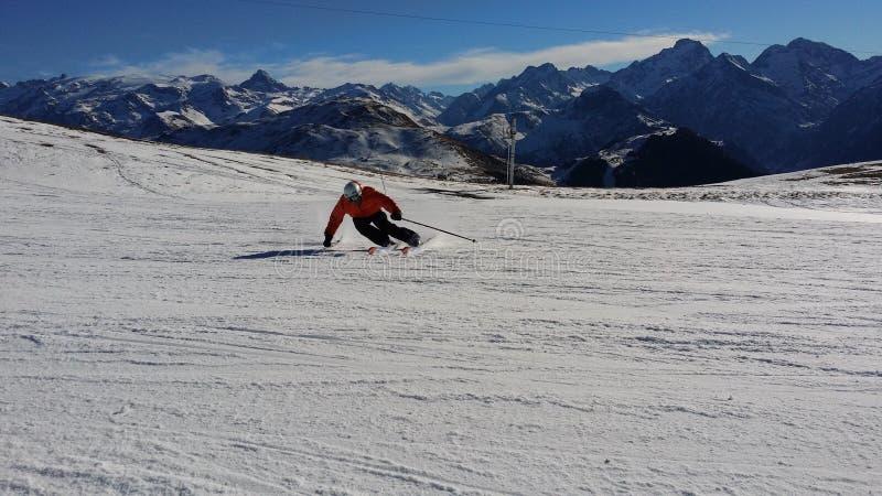 Piste, горная цепь, гористые Landforms, катаясь на лыжах стоковая фотография