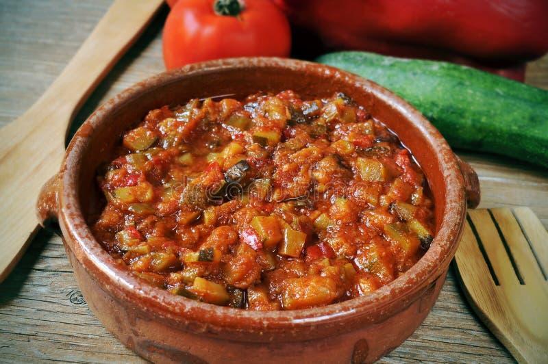 Pisto espagnol, un ragoût typique de légumes photo stock