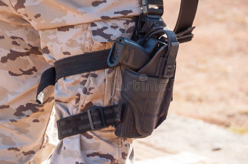 Pistol med pistolhölster royaltyfria bilder