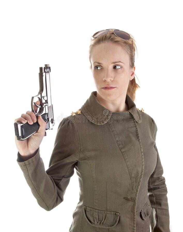 Pistola della holding del soldato della ragazza immagine stock