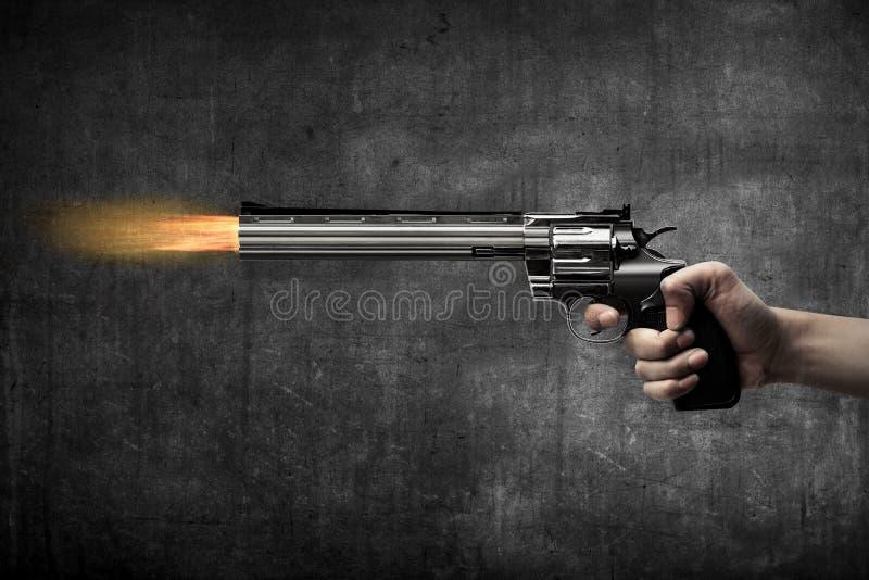 Pistola di infornamento della mano dell'uomo immagine stock libera da diritti