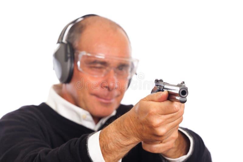 Pistola di scopo dell'uomo immagine stock