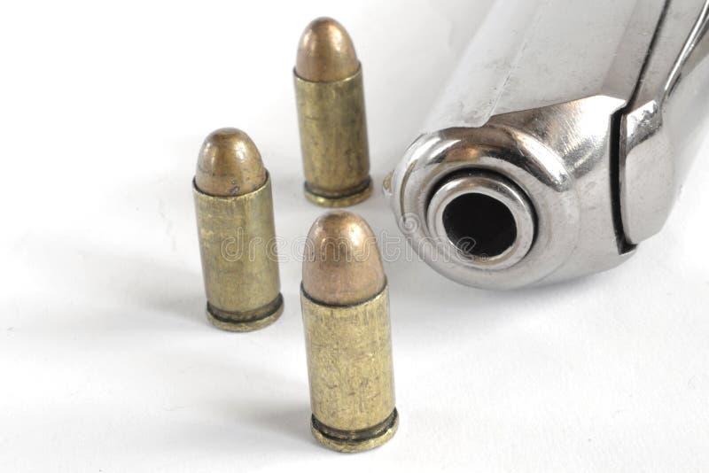 Pistola e munição imagem de stock
