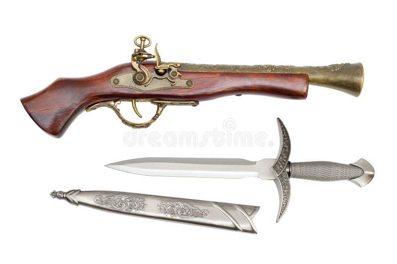 Pistola e punhal fotografia de stock royalty free
