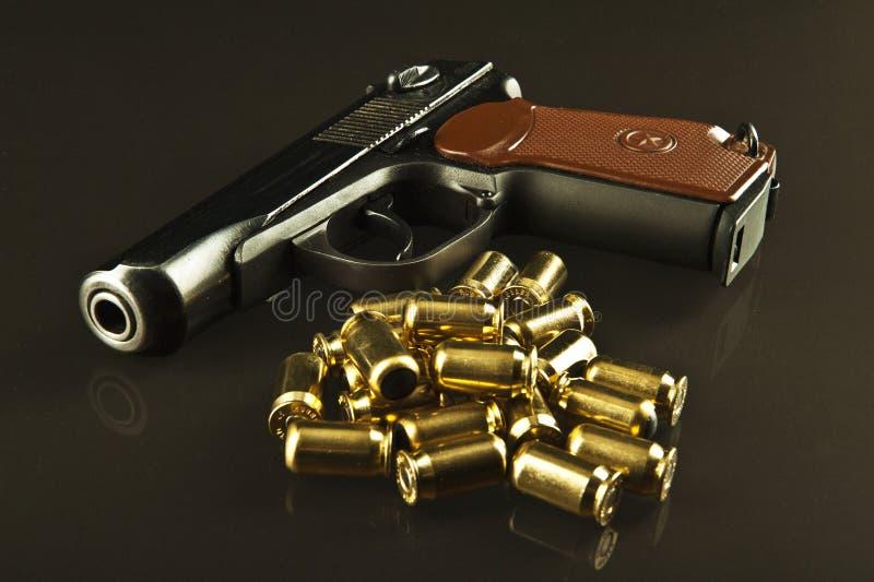 Pistola e richiami immagine stock libera da diritti