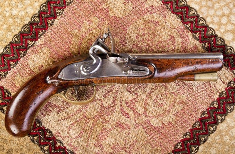 Pistola inglesa antiga do Flintlock. fotos de stock