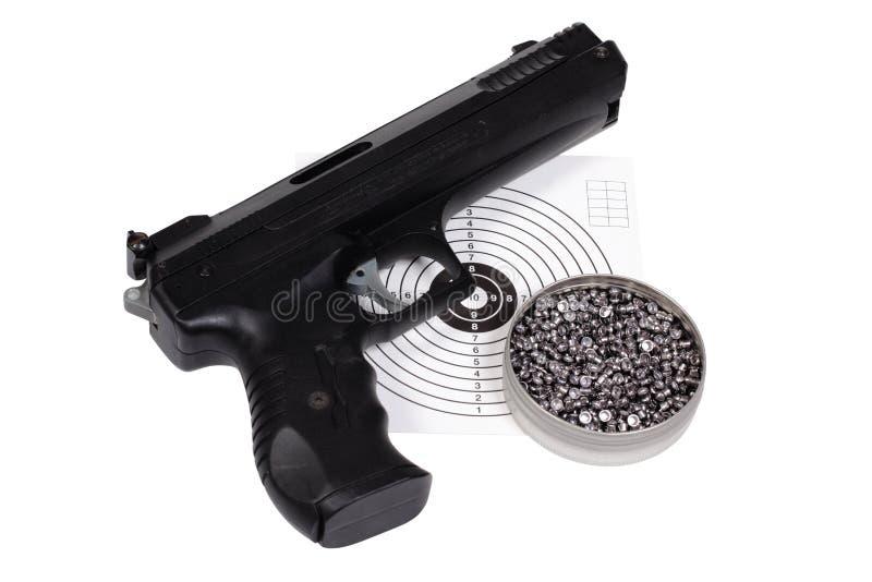 Pistola pneumática com arma-protetor e pelotas na caixa imagem de stock