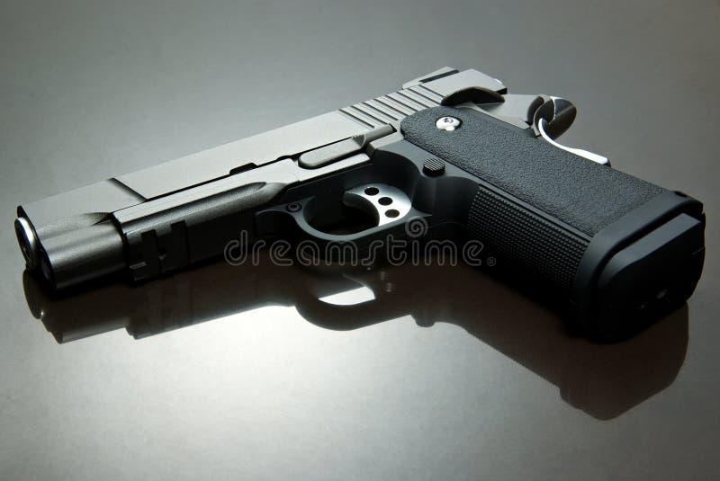 Pistola preta de Airsoft imagem de stock royalty free