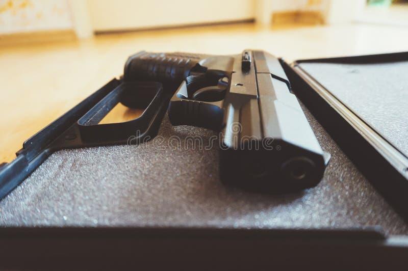 Pistola semiautomática foto de archivo