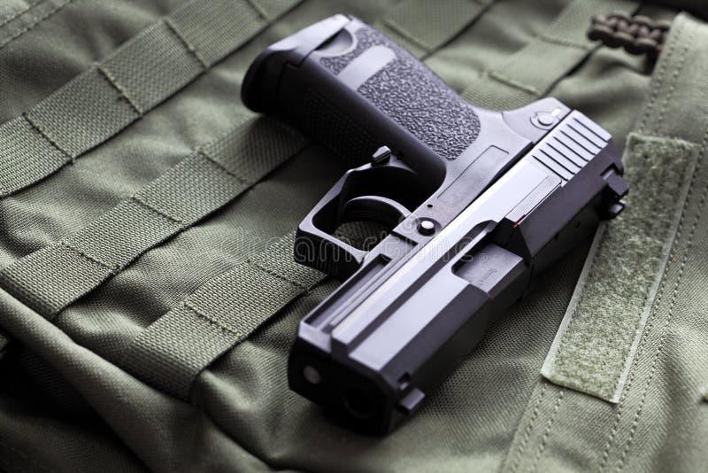 pistola semiautomática de 9m m fotos de archivo libres de regalías