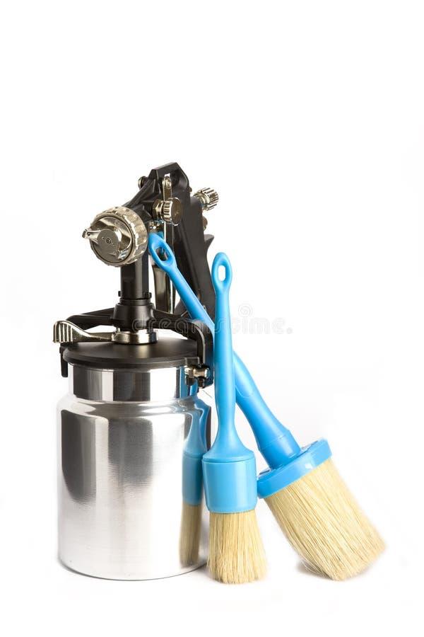 Pistola a spruzzo e spazzola brillanti del metallo fotografia stock