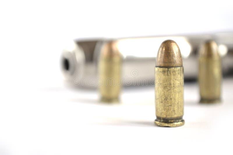 Pistola y munición imagenes de archivo