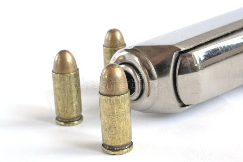 Pistola y munición fotografía de archivo libre de regalías
