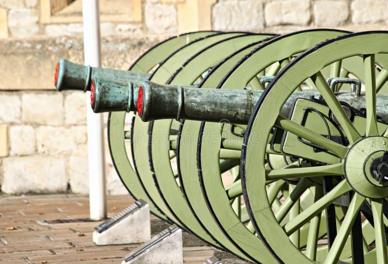 Pistole storiche nella torretta di Londra immagine stock libera da diritti